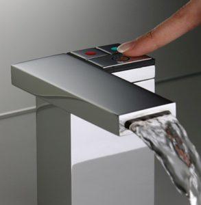 Economies d'eau avec les robinets électroniques