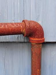 Que faire en cas de rouille sur les tuyaux ?