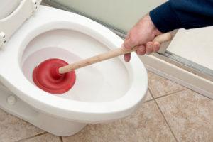 Déboucher soi-même ses toilettes
